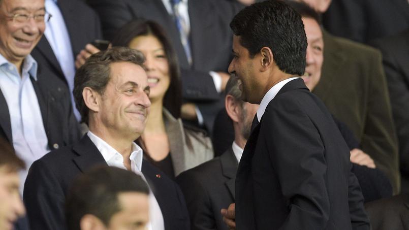 Nicolas Sarkozy en compagnie du président du Paris SG, Nasser Al-Khelaïfi, au Parc des Princes en avril 2015.