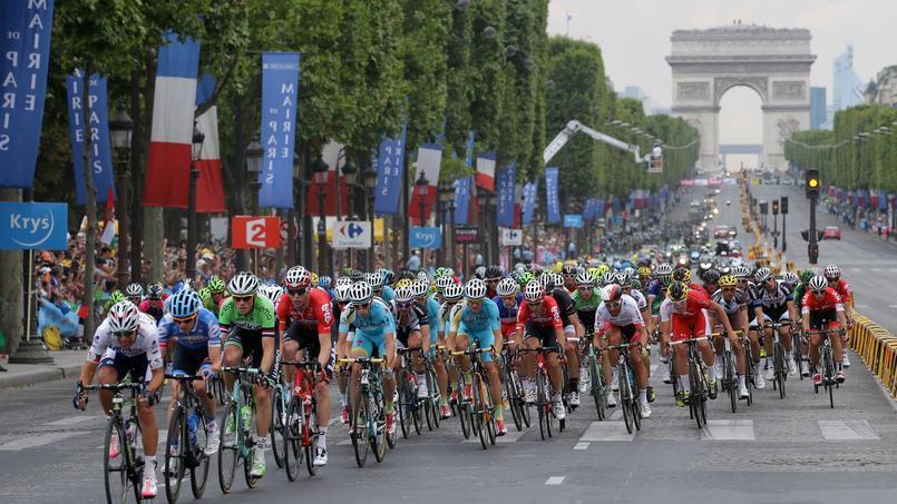 Le peloton termine ses trois semaines d'effort en apothéose sur les Champs-Elysées.