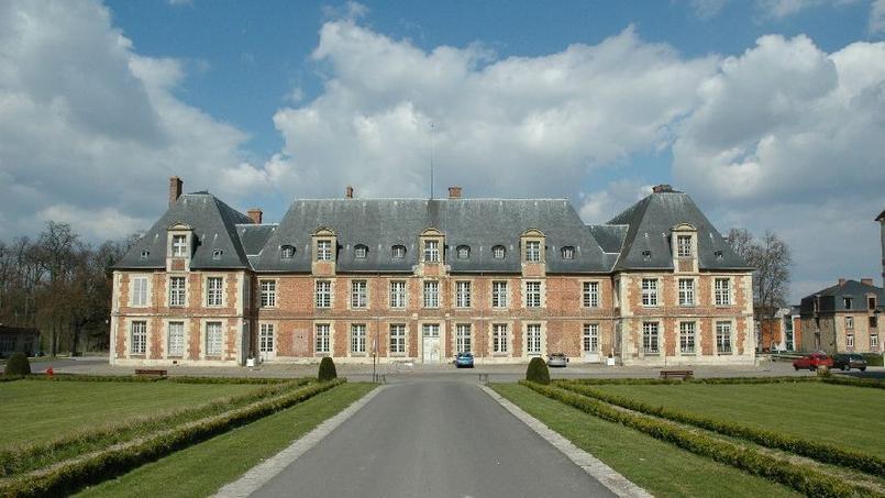 Le château Thiverval-Grignon dans les Yvelines nouveau centre d'entraînement du PSG? (Crédits: Le courrier des Yvelines).
