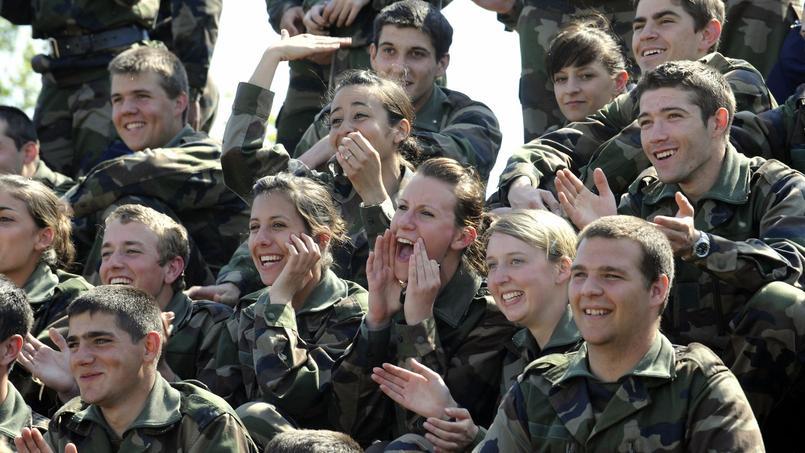 Est-il intéressant de sortir avec quelqu'un dans l'armée