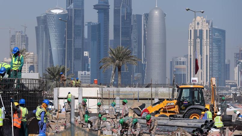 Le Qatar s'active pour achever la construction des stades pour le Mondial 2022 de football.