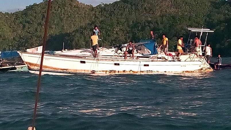 Le bateau a été retrouvé la semaine dernière par des pêcheurs dans la mer des Philippines, à une centaine de kilomètres au large de Barabo, sur l'île de Mindanao.