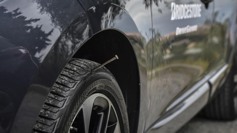 rouler avec un pneu crev rouler avec un pneu crev euro assurance rouler 3km avec un pneu crev. Black Bedroom Furniture Sets. Home Design Ideas