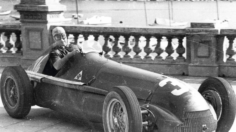 Juan Manuel Fangio au volant d'une Alfa Romeo en 1950 pour le Grand Prix de Monaco.