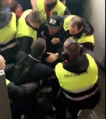 Michaël Youn a été expulsé du Stade de France pour avoir allumé un fumigène.