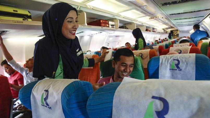 La compagnie avait connu de nombreuses plaintes de passagers et des autorités, notamment en raison de multiples retards ou annulation de vols à la dernière minute, ainsi que d'un service de mauvaise qualité.