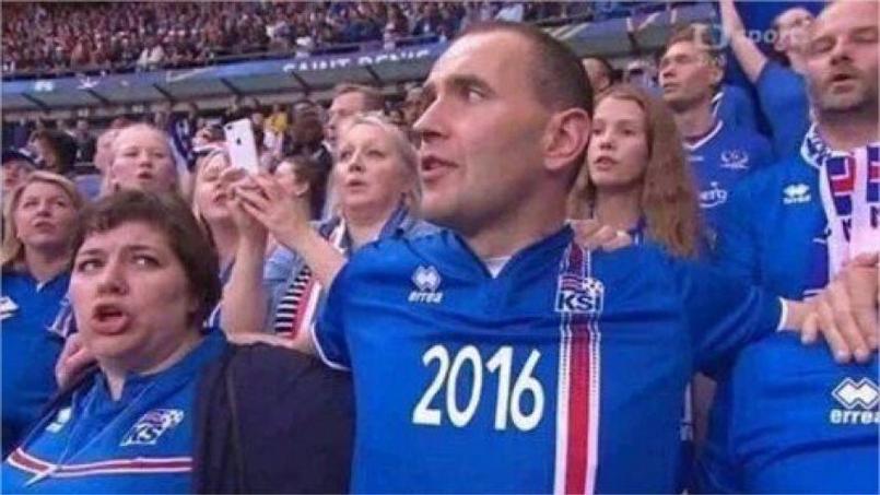 Le président islandais a vécu le match dans la tribune avec les supporteurs