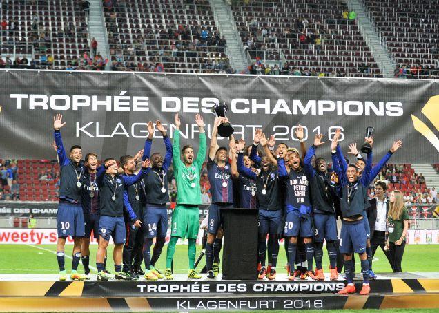 Le PSG a soulevé le Trophée des champions devant moins de 10.000 personnes samedi soir.