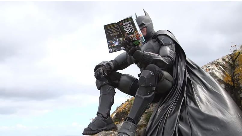 Un Costume De Batman Entre Dans Le Livre Des Records