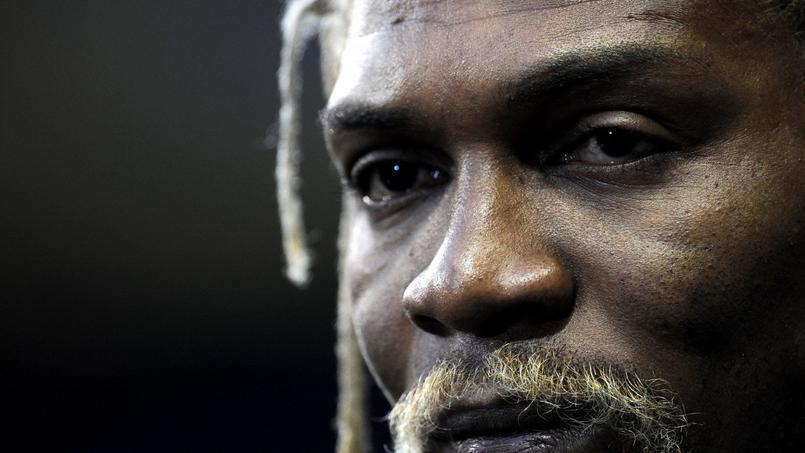 Le recordman de sélections avec le Cameroun (137 sélections) Rigobert Song a été victime d'un AVC