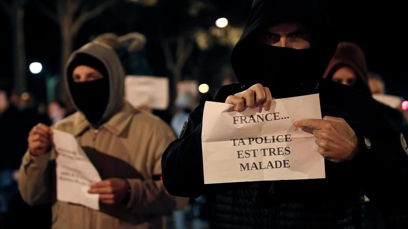 Des policiers lors d'un rassemblement à Versailles, le 28 octobre.