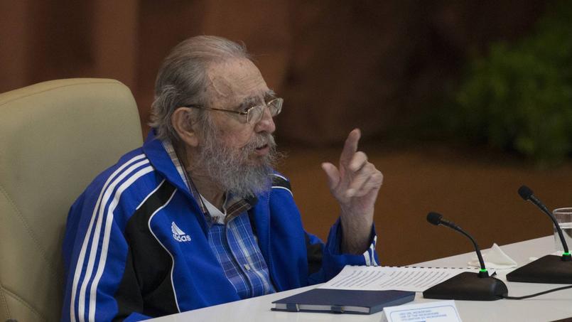 Après avoir rangé l'uniforme militaire, Fidel Castro s'affichait publiquement en suvêtements de sport. Le plus souvent de la marque Adidas ou Puma.