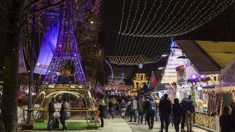 Une majortité de Français redoutent des attentats sur des sites de rassemblements festifs, comme le marché de Noël à Paris.