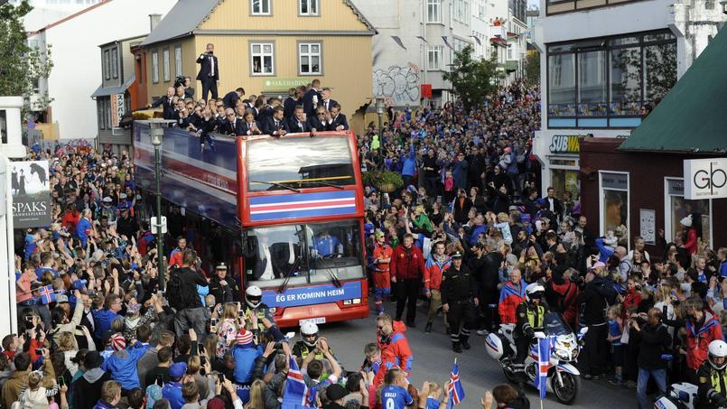 Les Islandais accueillis en héros à Reykjavik le 4 juillet 2016.