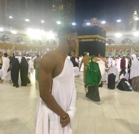 Paul Pogba devant la Kaaba