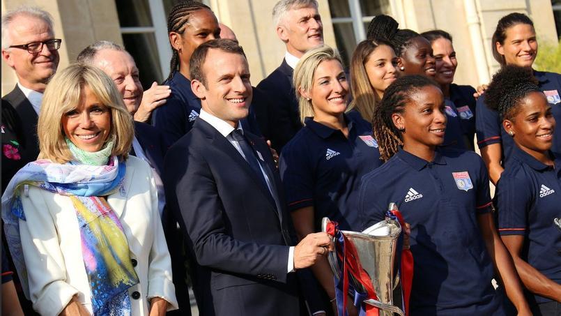 Emmanuel Macron a reçu les joueuses de l'OL ce mardi au palais de l'Elysée.