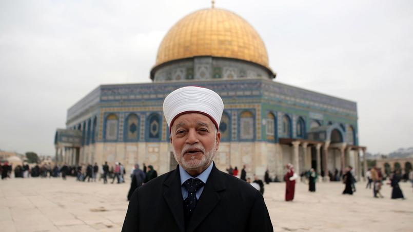 Le grand mufti était réuni, au moment de son arrestation, avec d'autres Palestiniens près de la porte des Lions dans la vieille ville pour dénoncer la fermeture de l'esplanade des Mosquées à la suite de l'attaque.