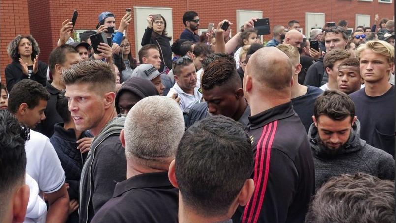 Les joueurs de l'Ajax étaient nombreux au rassemblement de soutien au jeune Abdelhak Nouri