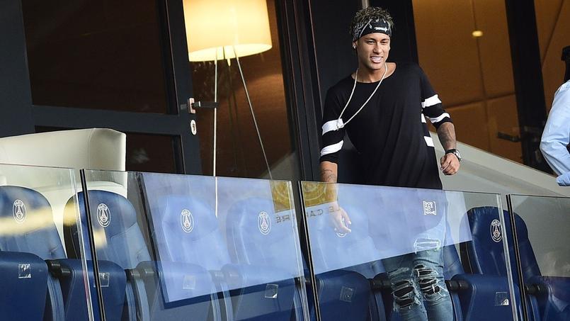 Neymar au Parc des Princes avant la rencontre Paris SG-Amiens samedi.