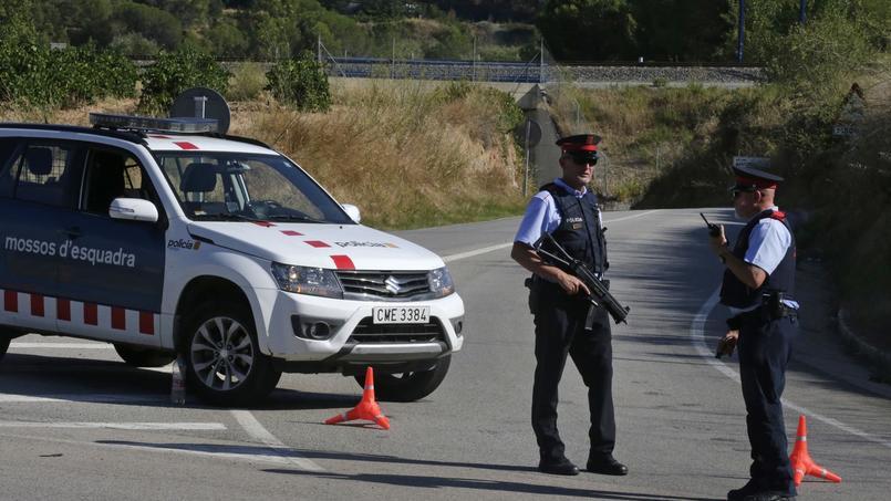 La police catalane a abattu un homme porteur d'une ceinture d'explosifs, à Subirats, à une cinquantaine de kilomètres de Barcelone. Il pourrait s'agir de Younès Abouyaaqoub, l'homme qui a percuté la foule sur les Ramblas avec une fourgonnette.