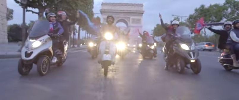 PSG: Après un pari perdu, il descend les Champs-Elysées nu sur son scooter