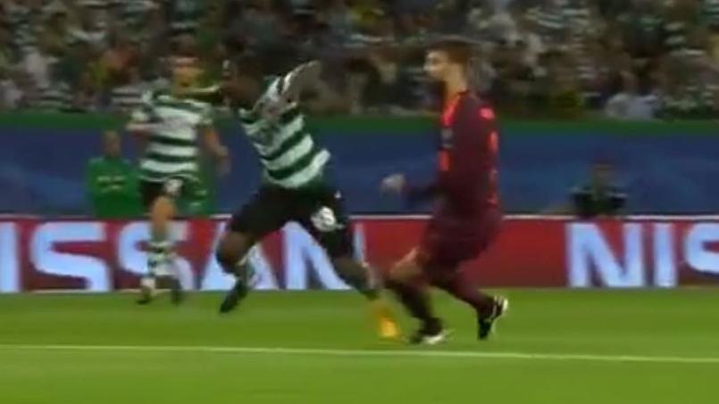 En simulant un penalty, un joueur se blesse deux mois
