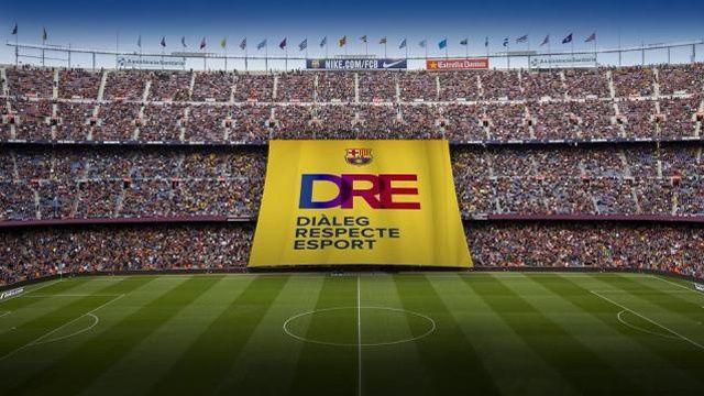 Catalogne : une banderole appelant au dialogue déployée au Camp Nou