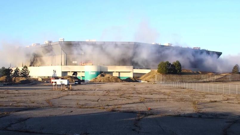 Voué à la destruction, le Silverdome de Detroit a résisté à son explosion
