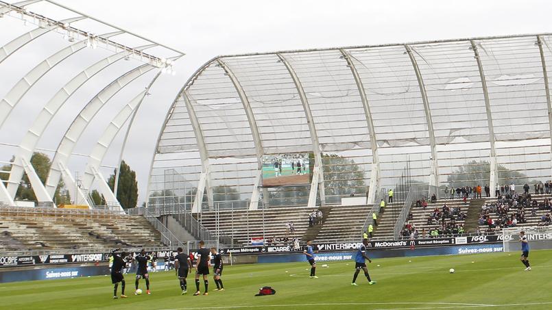 Une tribune évacuée à Amiens en raison d'un projecteur menaçant de tomber