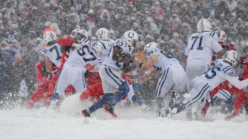 Un match dantesque de NFL disputé sous tempête de neige