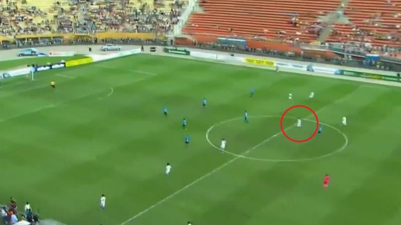 Ronaldinho marque un but de soixante mètres