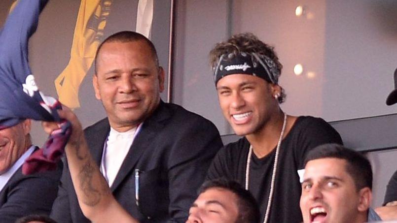 Sifflets au Parc des Princes : le père de Neymar lui conseille de porter un «casque»