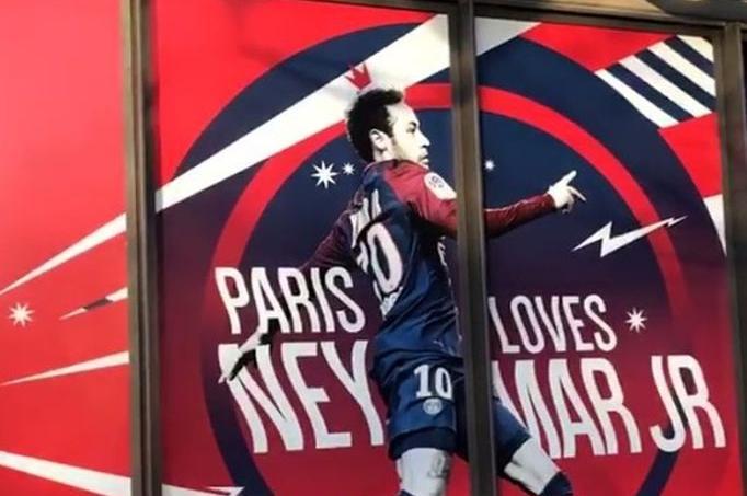 «Paris aime Neymar» : la boutique du PSG affiche son soutien au Brésilien
