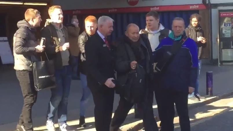 Rugby : le sélectionneur anglais pris à partie par des fans écossais éméchés
