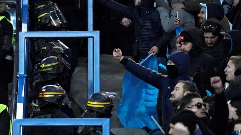 Les supporters de l OM ont vandalisé une tribune du Parc des Princes 9a068842f3a