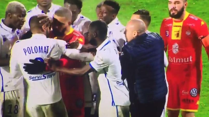 En plein match, deux joueurs de l'AJ Auxerre se battent et sont expulsés