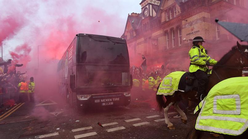 Le bus de Manchester City endommagé par des projectiles