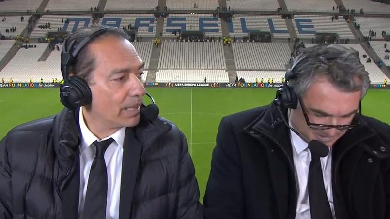 Le duo de commentateurs de W9 en place au Vélodrome.