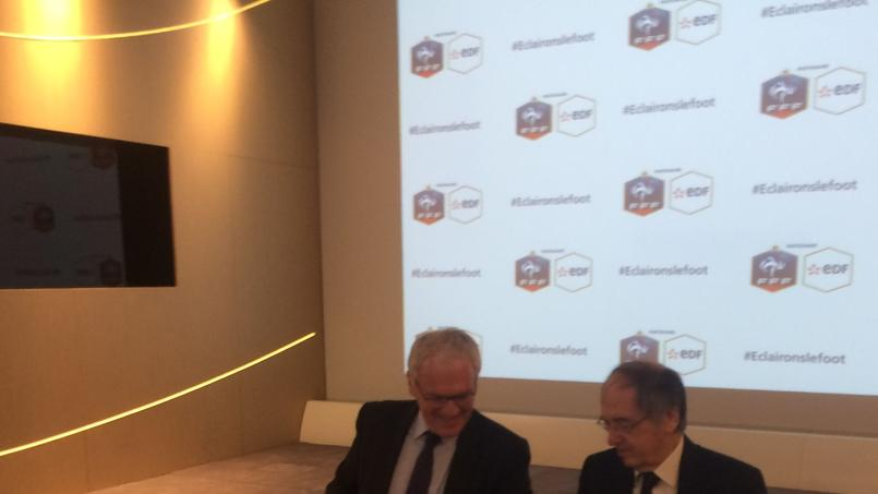 Jean-Bernard Lévy et Noël Le Graët signent leur nouveau partenariat.