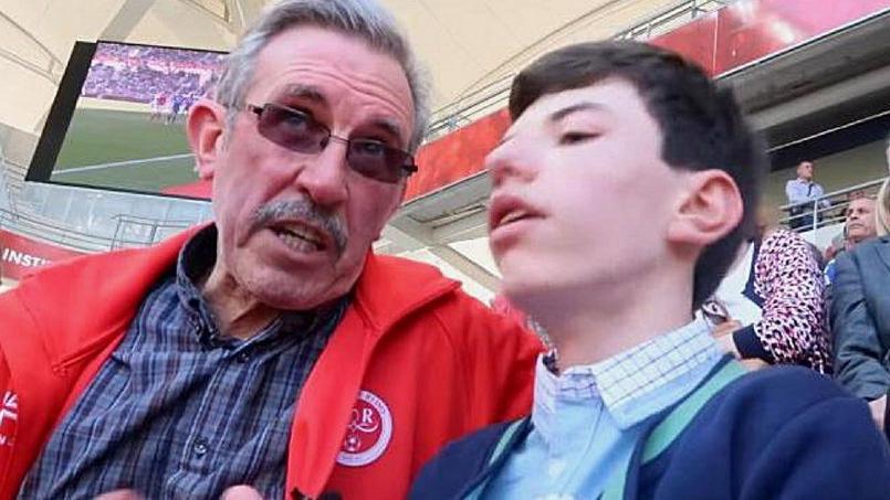 Malvoyant, il vit les matchs de foot grâce à son grand-père