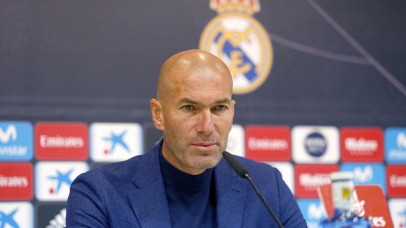 Zidane chaudement salué par ses joueurs après l'annonce de son départ