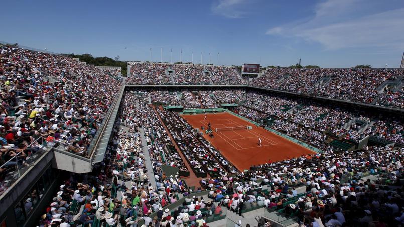 Vue générale sur le Court Central Philippe Chatrier lors des Internationaux de France de tennis à Roland-Garros