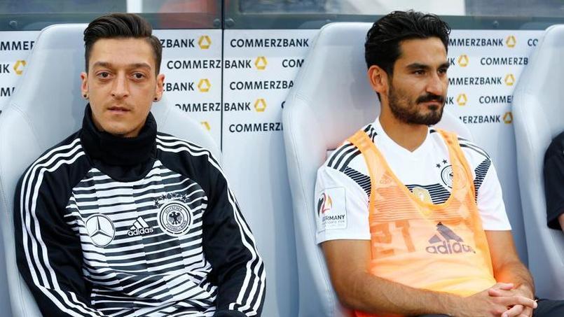 L'extrême droite allemande demande l'exclusion d'Özil et Gündogan de la Mannschaft