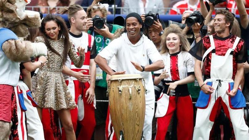 Ronaldinho, invité surprise de la cérémonie de clôture de la Coupe du monde