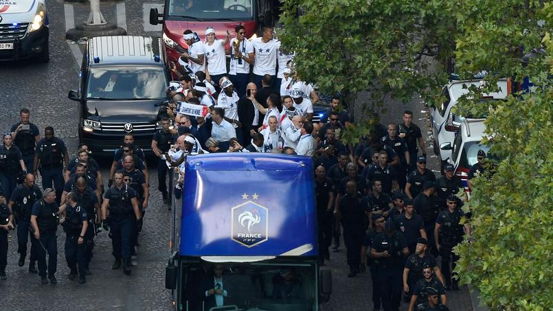 Affaire Benalla : le collaborateur du président était dans le bus des Bleus