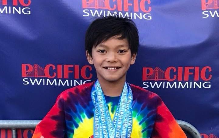 À 10 ans, un jeune nageur bat un record de Michael Phelps