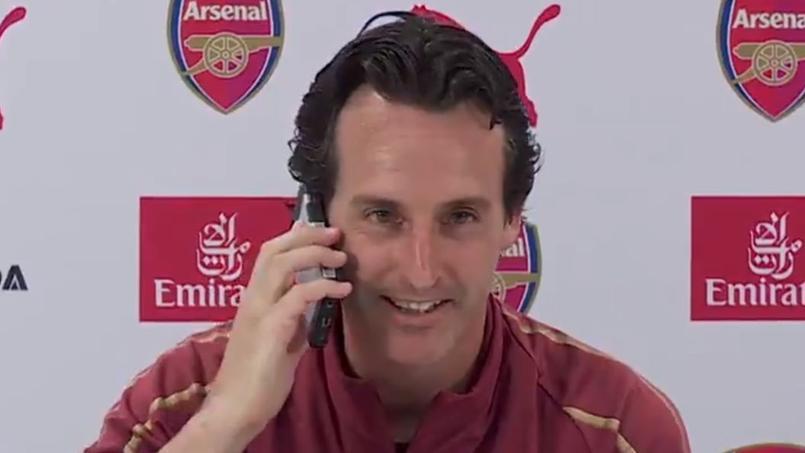 Quand Unai Emery répond au téléphone d'un journaliste...