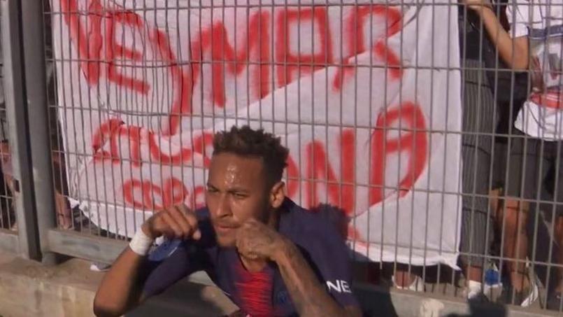 Traité de «pleureuse», Neymar chambre les supporters nîmois