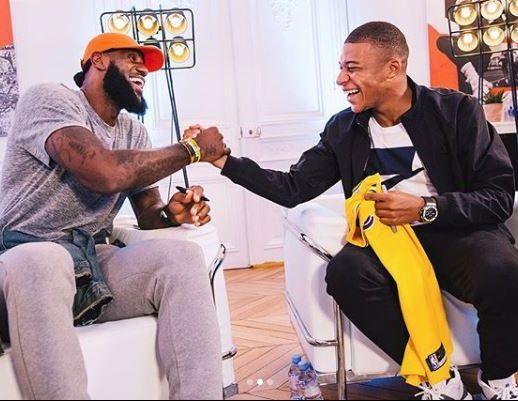 LeBron James rencontre Kyllian Mbappé lors de sa visite à Paris