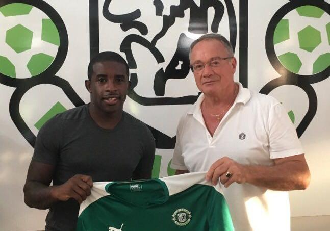 Après 15 ans dans le foot professionnel, Rio Mavuba rejoint Mérignac-Arlac, en cinquième division française.